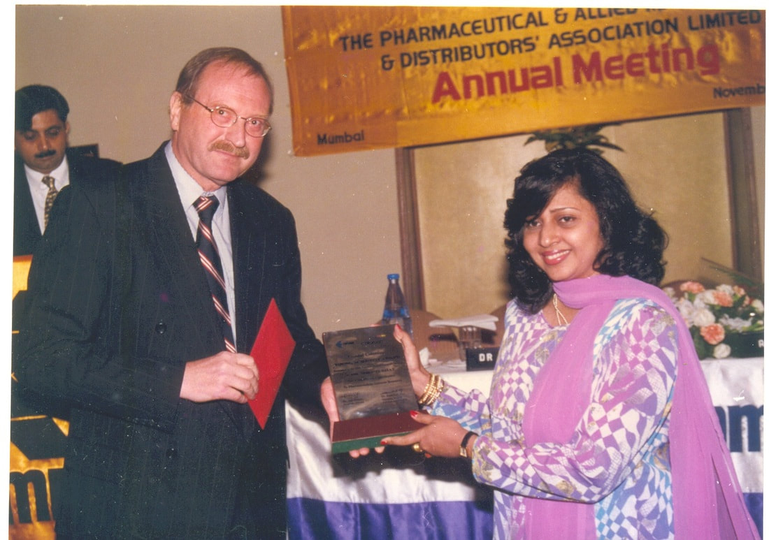 shruti bhat receiving yound scientist award in mumbai